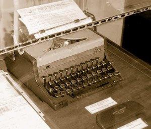 Ernest_hemingway_typewriter