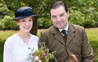 Downton_2_bates_and_anna's_wedding