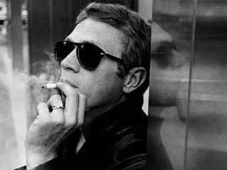 Steve McQueen Smoking Cigarette Desktop Wallpaper-800x600