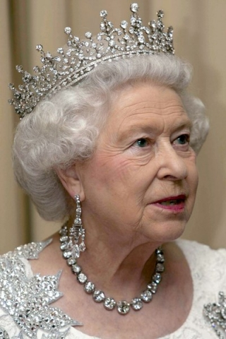 Queen-Elizabeth-II-diamonds1