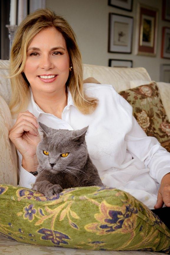 Elaine_Viets_and_Cat
